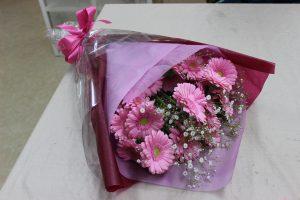 ピンクのガーベラ花束